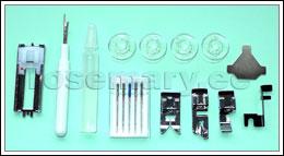 Komplektis: 4 standardpooli, nõelakomplekt, 4 talda (siksaktald, tõmblukutald, palistustald ja, nööpaugutald), õli, nööpaugulõikaja ja kruvikeeraja.