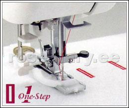 Täisautomaatne 1-etapiline nööpauk. Asetad nööbi nööpaugu raami vahele ja masin õmbleb vajaliku pikkusega nööpaugu. Saab reguleerida nööpaugu piste tihedust (0.5 – 1 mm). Nööpaugu laius 5 mm. NB! Nööpaugu laiust muuta ei saa.